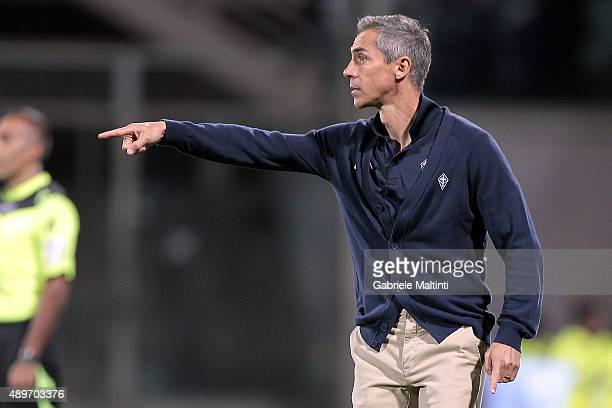 Paulo Sousa manager of ACF Fiorentina shouts instructions to his players during the Serie A match between ACF Fiorentina and Bologna FC at Stadio...