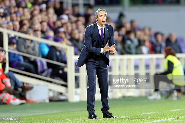 Paulo Sousa manager of ACF Fiorentina shouts instructions to his players during the Serie A match between ACF Fiorentina and Empoli FC at Stadio...