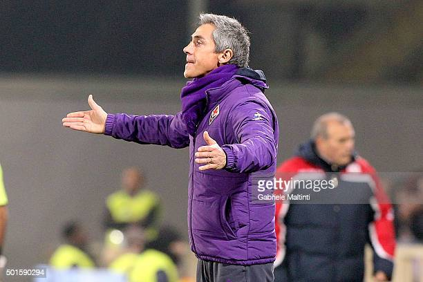 Paulo Sousa manager of ACF Fiorentina shouts instructions to his players during the TIM Cup match between ACF Fiorentina and Carpi FC at Stadio...