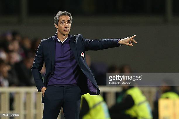 Paulo Sousa manager of ACF Fiorentina shouts instructions to his players during the Serie A match between ACF Fiorentina and SS Lazio at Stadio...
