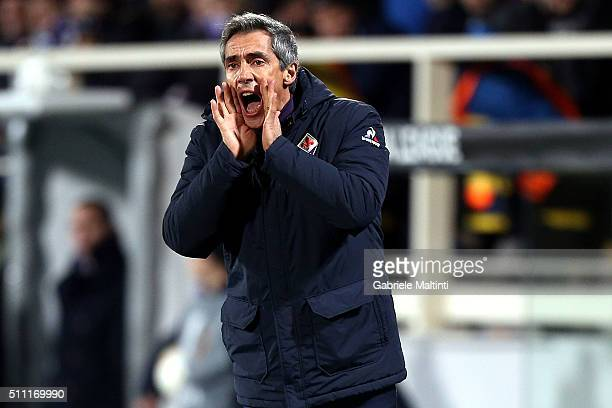 Paulo Sousa manager of ACF Fiorentina shouts instructions to his players during the UEFA Europa League Round of 32 first leg match between Fiorentina...