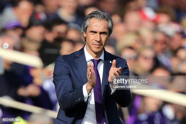 Paulo Sousa manager of ACF Fiorentina shouts instructions to his players during the Serie A match between ACF Fiorentina and Cagliari Calcio at...