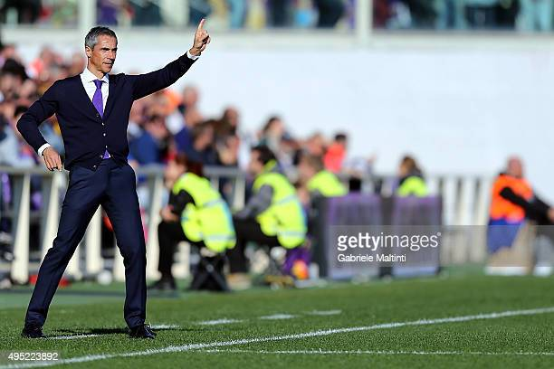 Paulo Sousa manager of AFC Fiorentina gestures during the Serie A match between ACF Fiorentina and Frosinone Calcio at Stadio Artemio Franchi on...