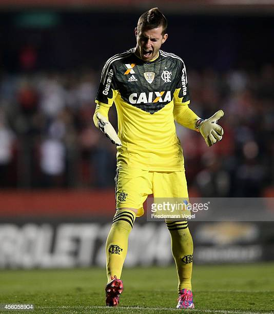 Paulo Victor of Flamengo yells during the match between Sao Paulo and Flamengo for the Brazilian Series A 2014 at Estadio do Morumbi on September 24...