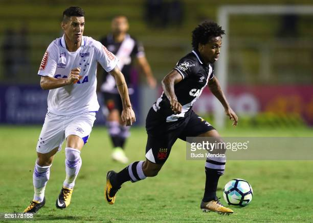 Paulo Vitor of Vasco da Gama struggles for the ball with Thiago Neves of Cruzeiro during a match between Vasco da Gama and Cruzeiro as part of...