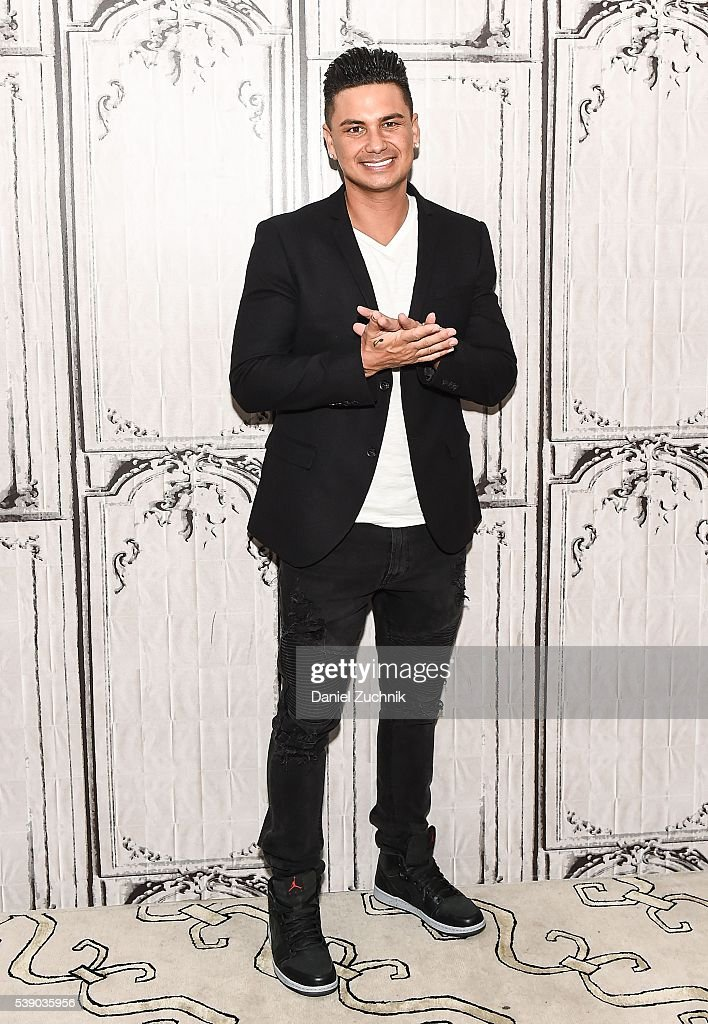 Pauly D attends AOL Build to discuss 'Famously Single' at AOL Studios on June 9, 2016 in New York City.
