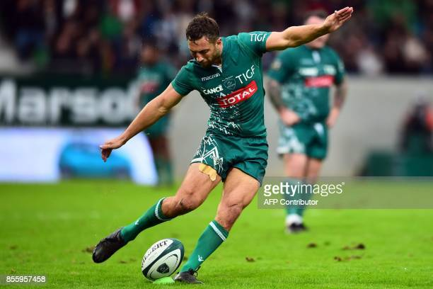 Pau's New Zealand fullback Tom Taylor kicks the ball during the French Top 14 rugby union match between Pau and Stade Francais on September 30 2017...