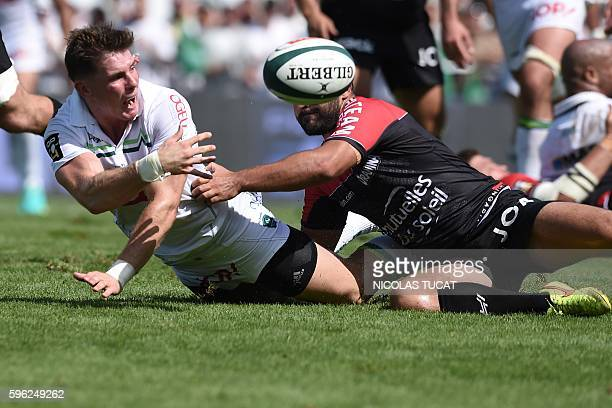 Pau's New Zealander flyhalf Colin Slade passes the ball during the French Top 14 rugby union match between Pau and Toulon on August 27 2016 at the...