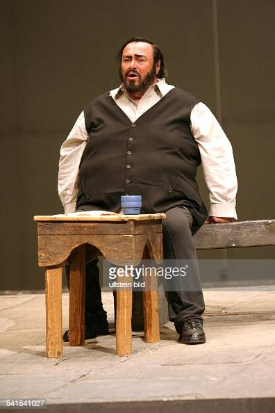 pavarotti-luciano-12102007opernsaenger-tenor-italien-in-der-rolle-des-picture-id541541027?s=594x594