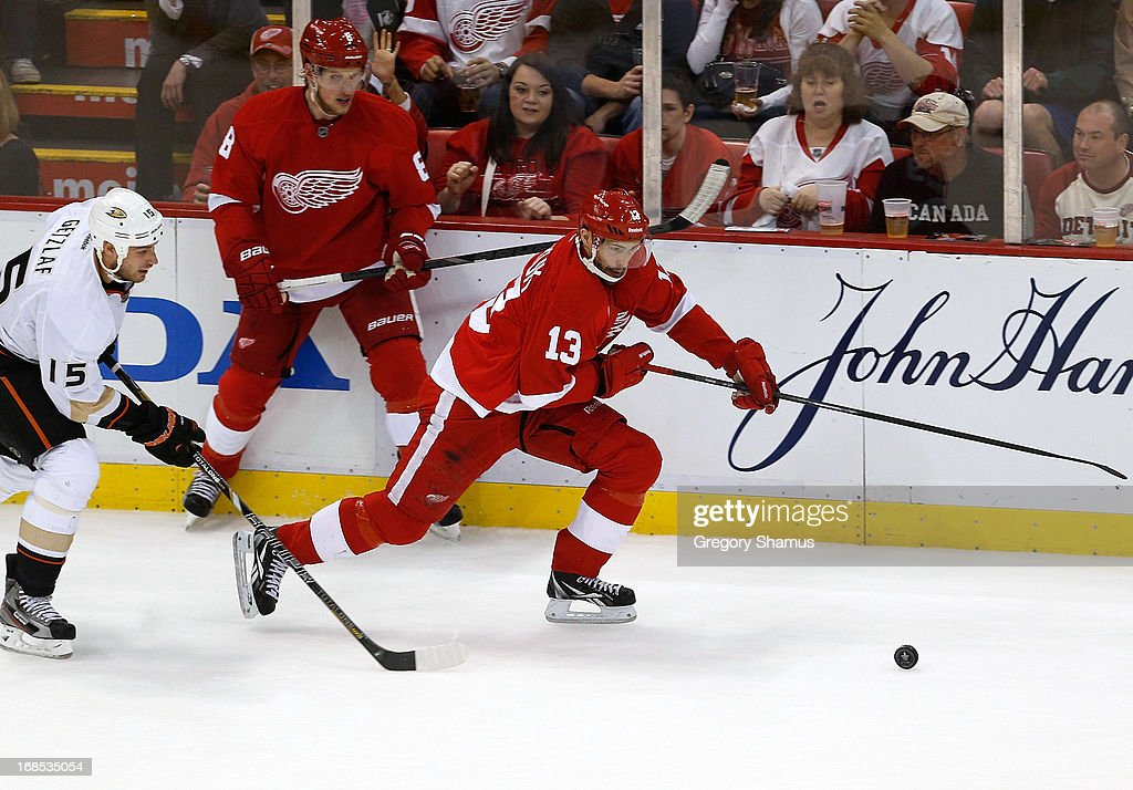 <a gi-track='captionPersonalityLinkClicked' href=/galleries/search?phrase=Pavel+Datsyuk&family=editorial&specificpeople=202893 ng-click='$event.stopPropagation()'>Pavel Datsyuk</a> #13 of the Detroit Red Wings tries to control the puck next to <a gi-track='captionPersonalityLinkClicked' href=/galleries/search?phrase=Ryan+Getzlaf&family=editorial&specificpeople=602655 ng-click='$event.stopPropagation()'>Ryan Getzlaf</a> #15 of the Anaheim Ducks in Game Six of the Western Conference Quarterfinals during the 2013 NHL Stanley Cup Playoffs at Joe Louis Arena on May 10, 2013 in Detroit, Michigan. Detroit won the game in overtime 4-3 to tie the series 3-3.