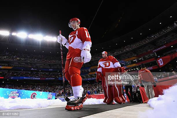 Pavel Datsyuk of the Detroit Red Wings walks to the ice surface for the second period of the 2016 Coors Light Stadium Series game against the...