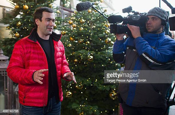 Pavel Khodorkovsky the son of Mikhail Kodorkovsky speaks to the media outside Hotel Adlon on December 21 2013 in Berlin Germany The oldest son...