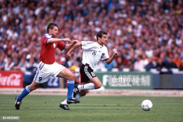 Pavel KUKA / Mehmet SCHOLL Allemagne / Republique Tcheque Finale de l'Euro 1996 Londres Photo Alain Gadoffre / Icon Sport
