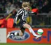 Pavel Nedved Mittelfeldspieler Juventus Turin Tschechien mit dem Fuß am Ball