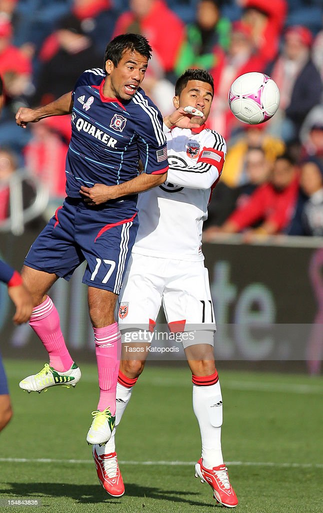 Pavel Pardo #17 of the Chicago Fire and <a gi-track='captionPersonalityLinkClicked' href=/galleries/search?phrase=Marcelo+Saragosa&family=editorial&specificpeople=178311 ng-click='$event.stopPropagation()'>Marcelo Saragosa</a> #11 of DC United fight for the ball at Toyota Park on October 27, 2012 in Bridgeview, Illinois.