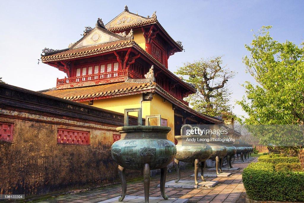 Pavilion and nine dynastic urn