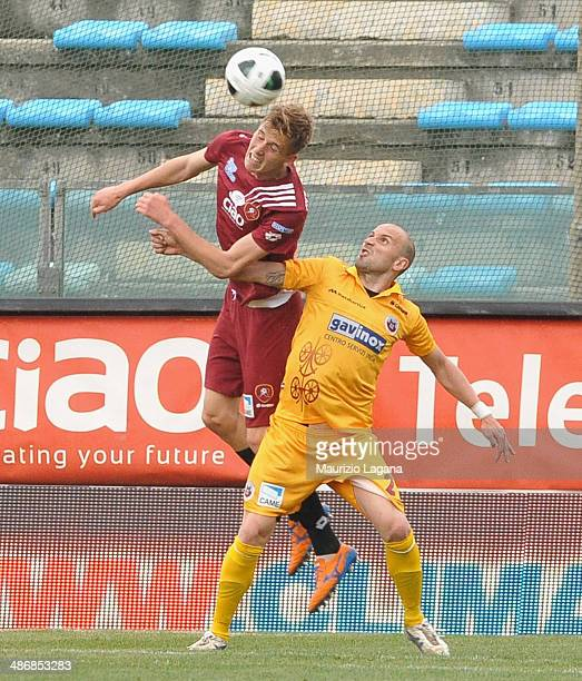 Pawel Bochniewicz of Reggina competes for the ball in air with Claudio Coralli of Cittadella during the Serie B match between Reggina Calcio and AS...