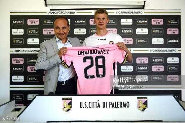 Pawel Dawidowicz poses with Sport Director Fabio Lupo during his presentation as new player of US Citta' di Palermo at Campo Tenente Onorato on...