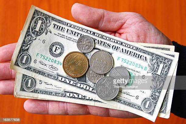 Paying Money: USA Dollar Bank Notes and Coins