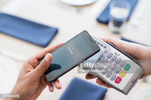 Paying with smartphone in restaurant : Stockfoto