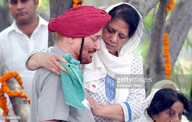 Payra Singh friend of Nek Chand offering condolence to Neelam the daughter of Padma Shri Nek Chand Creator and Director of the iconic Rock Garden who...