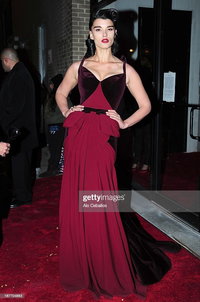<a gi-track='captionPersonalityLinkClicked' href=/galleries/search?phrase=Paz+de+la+Huerta&family=editorial&specificpeople=586012 ng-click='$event.stopPropagation()'>Paz de la Huerta</a> is seen arriving at CFDA awards on November 11, 2013 in New York City.