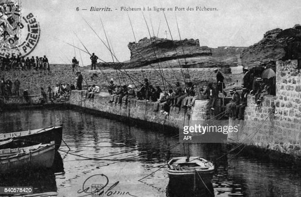 Pêche à la ligne dans le port de Biarritz au début du XXè siècle France
