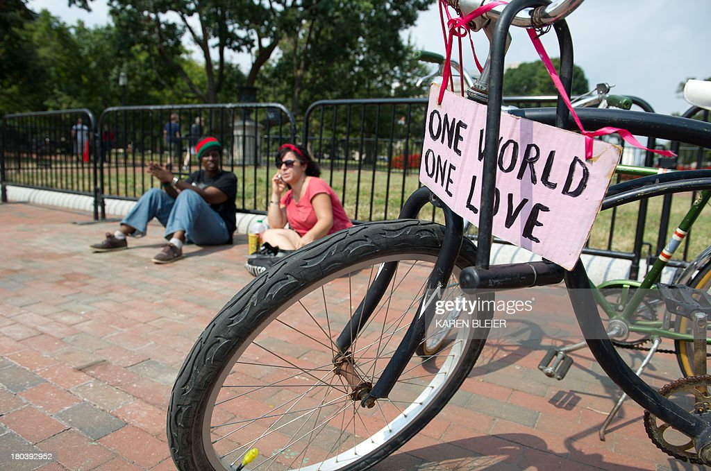 Peace House activists Simalee(L) and Feria sit September 12, 2013 at an empty spot where a landmark peace vigil that has stood, outside the White House in downtown Washington, DC for more than 30 years. According to Concepcion Picciotto, the legendary protester who has served as the vigils longest-running caretaker the hand-lettered anti-nuclear signs and the white shelter that have been a defining feature of Lafayette Square for decades has been removed by US Park Police. The activists said that they intend to recover the signs and tent and return to their vigil. AFP PHOTO / Karen BLEIER