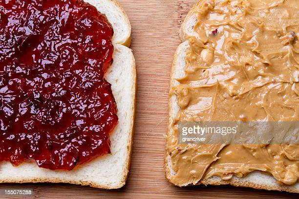 Au beurre de cacahuètes et Sandwich à la confiture Fancy déjeuner