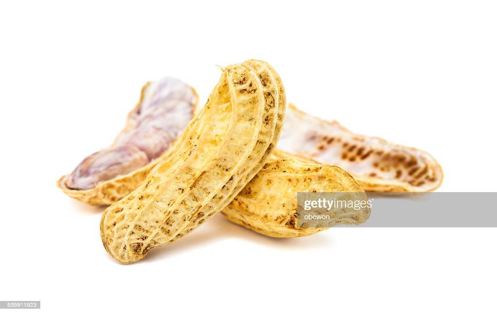Amendoins isolado em fundo branco : Foto de stock