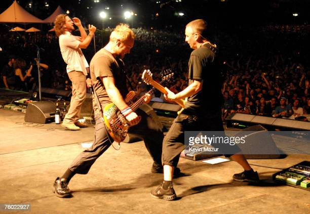 Pearl Jam perform at Lollapalooza 2007 in Grant Park on August 5 2007 in Chicago *Exclusive*