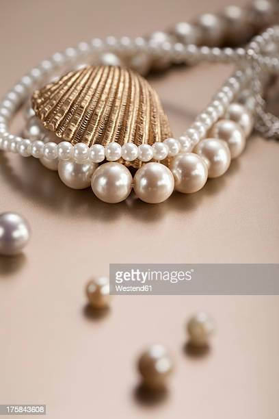 Pearl necklace and pearl, close up