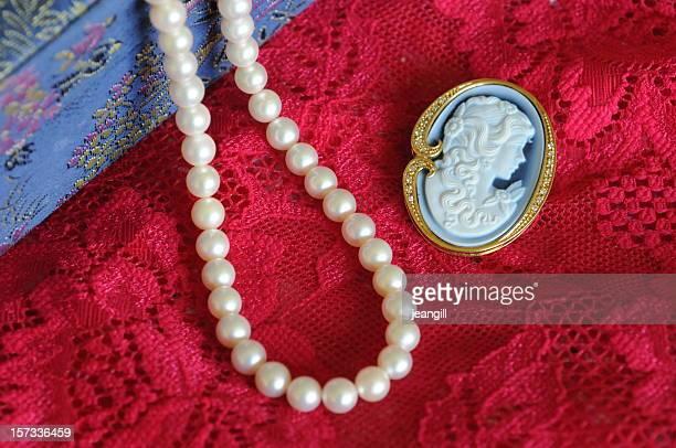 Perle, il cameo e gioielli e scatola