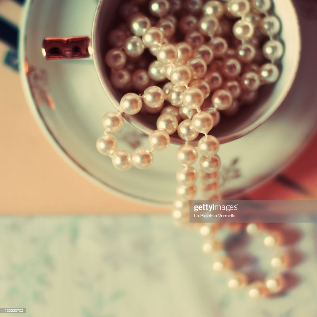 Pearls chain in cup