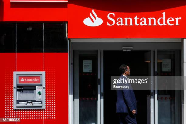 A pedestian passes a bank branch of Banco Santander SA in London UK on Tuesday Aug 15 2017 Banco Santander Spains biggest lender has bought minority...