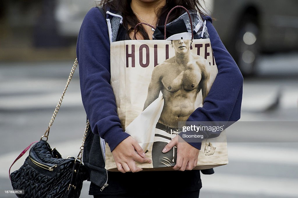 A pedestrian carries an Abercrombie & Fitch Co. shopping bag in San Francisco, California, U.S., on Monday, Nov. 11, 2013. The Bloomberg Consumer Comfort Index is scheduled to be released on Nov. 14. Photographer: David Paul Morris/Bloomberg via Getty Images