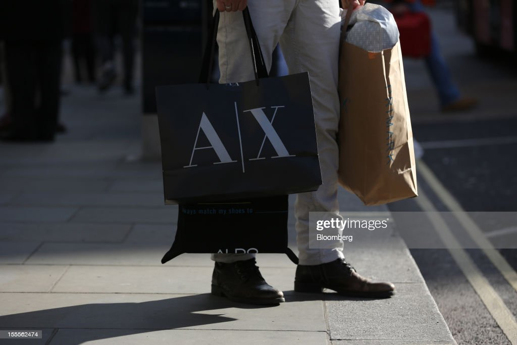 A pedestrian carries shopping bags along Oxford Street in central London, U.K., on Monday, Nov. 5, 2012. Britain exited a double-dip recession in the third quarter with the strongest growth in five years as Olympic ticket sales and a surge in services helped boost the rebound. Photographer: Jason Alden/Bloomberg via Getty Images