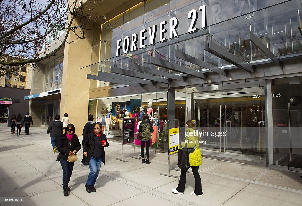 Pedestrian pass in front of a Forever 21 Inc. store on Robson Street in Vancouver, British Columbia, Canada, on Monday, March 25, 2013. Statistics Canada (STCA) is scheduled to release consumer price index data on March 27, 2013. Photographer: Ben Nelms/Bloomberg via Getty Images