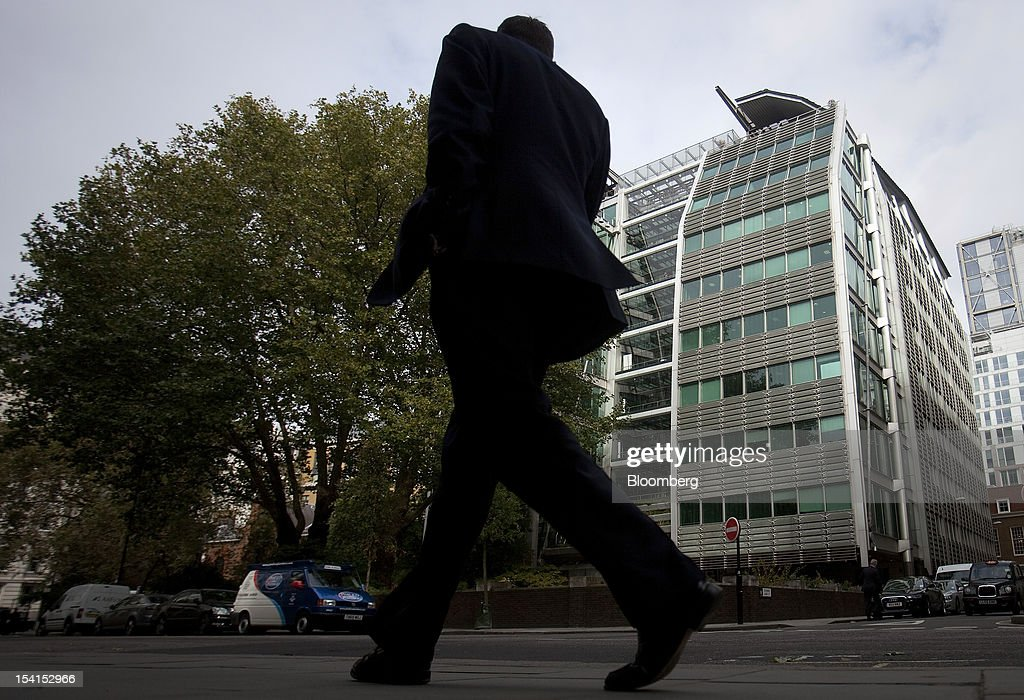 A pedestrian passes the headquarters of Lloyds Banking Group Plc in London, U.K., on Monday, Oct. 15, 2012. U.S. homeowners filed a lawsuit against 12 banks, including Lloyds Banking Group Plc, Barclays Bank Plc, and JPMorgan Chase & Co., claiming that manipulation of the benchmark Libor lending rate made their mortgage repayments more expensive. Photographer: Simon Dawson/Bloomberg via Getty Images