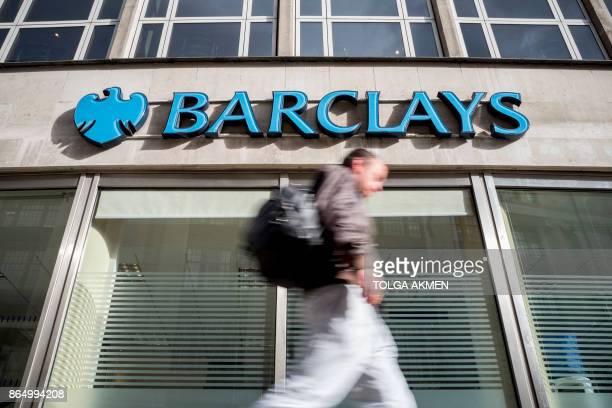 A pedestrian walks past a branch of Barclays bank in central London on October 22 2017 / AFP PHOTO / AFP PHOTO AND Tolga Akmen / Tolga Akmen