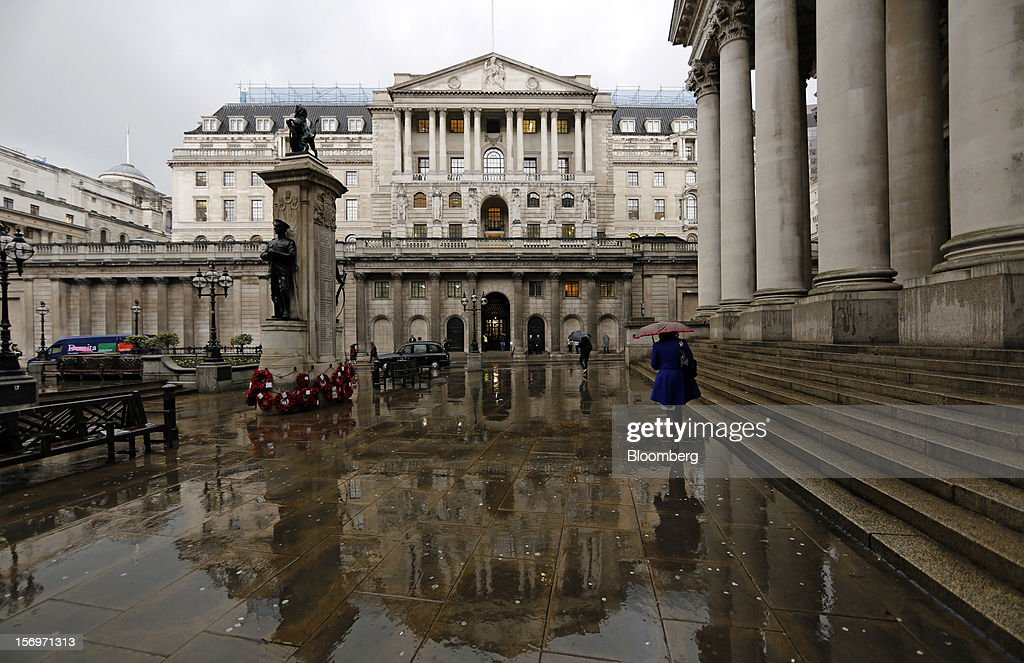 A pedestrian walks the steps of The Royal Exchange, right, near the Bank of England (BOE), center, in London, U.K., on Friday, Nov. 23, 2012. Bank of Canada Governor Mark Carney was unexpectedly appointed as the next head of the Bank of England, succeeding Mervyn King. Photographer: Simon Dawson/Bloomberg via Getty Images