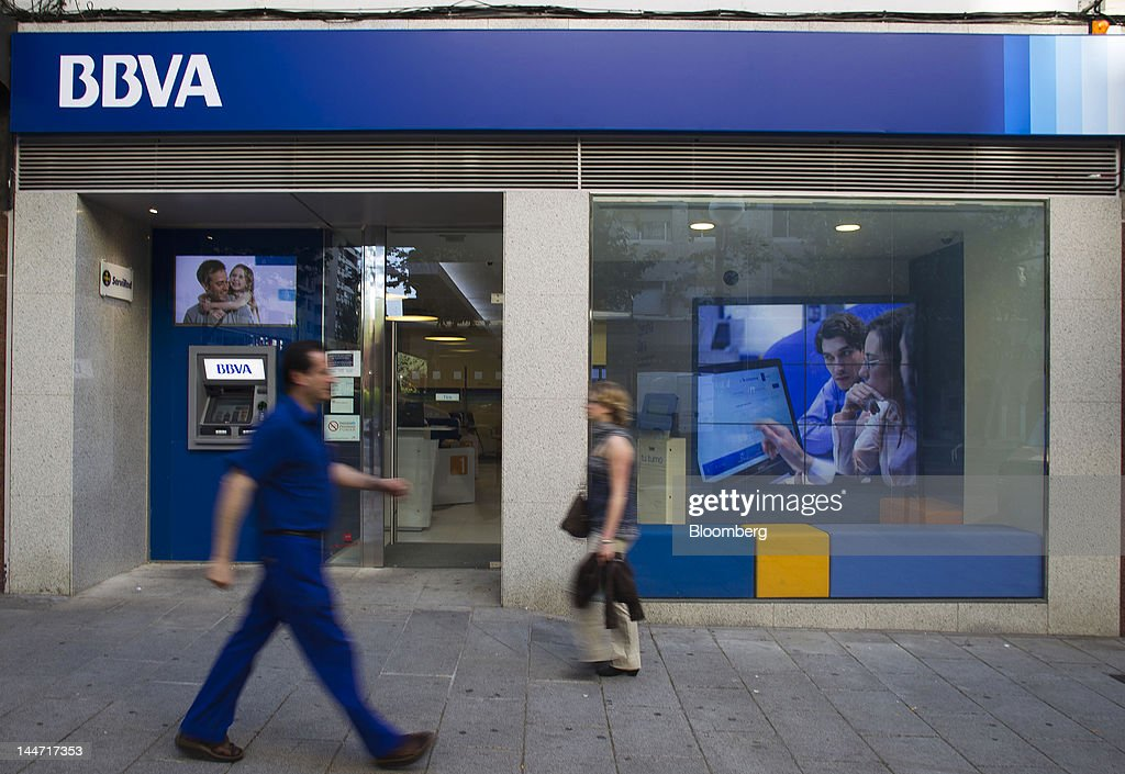 Banks as moody 39 s downgrades spain 39 s biggest lenders for Banco bilbao vizcaya argentaria oficinas