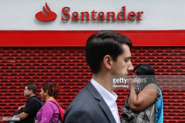 Pedestrians pass a closed bank branch of Banco Santander SA in London UK on Tuesday Aug 15 2017 Banco Santander Spains biggest lender has bought...