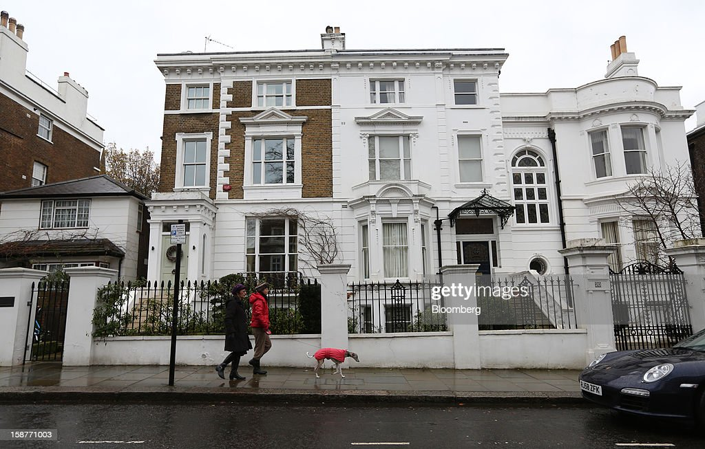 Pedestrians pass a row of houses on Lansdowne Road in the Kensington and Chelsea borough of London, U.K., on Friday, Dec. 28, 2012. Egerton Crescent, close to Harrods luxury department store in Knightsbridge, is the most expensive address in the borough, with an average property value of 8.14 million pounds ($13.2 million), Lloyds TSB said. Photographer: Chris Ratcliffe/Bloomberg via Getty Images
