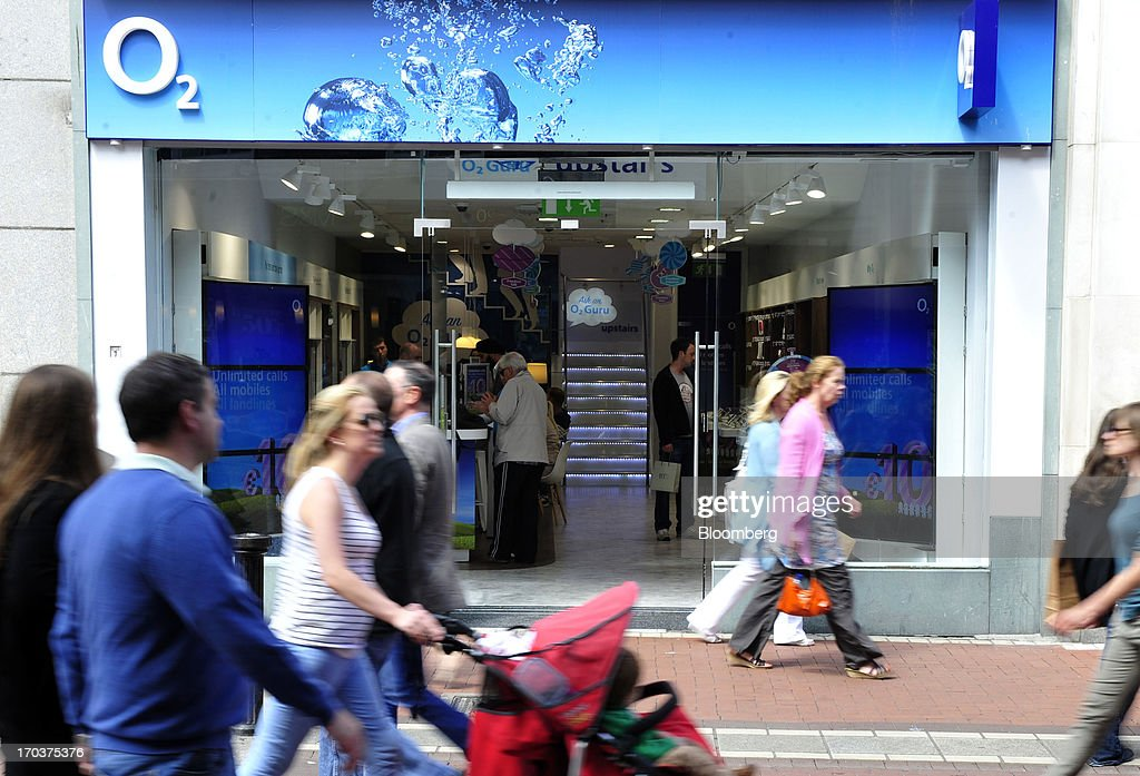 Pedestrians pass an O2 Mobile Phone Store, part of Telefonica SA, on Grafton Street in Dublin, Ireland, on Wednesday, June 12, 2013. Telefonica SA, Europe's most indebted telephone company, is seeking initial bids for its Irish unit within the month, two people with knowledge of the matter said. Photographer: Aidan Crawley/Bloomberg via Getty Images