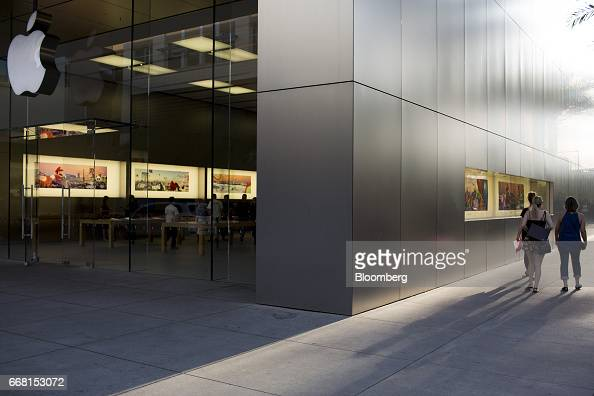 shoppers at the scottsdale quarter ahead of retail sales figure photos and images getty images. Black Bedroom Furniture Sets. Home Design Ideas