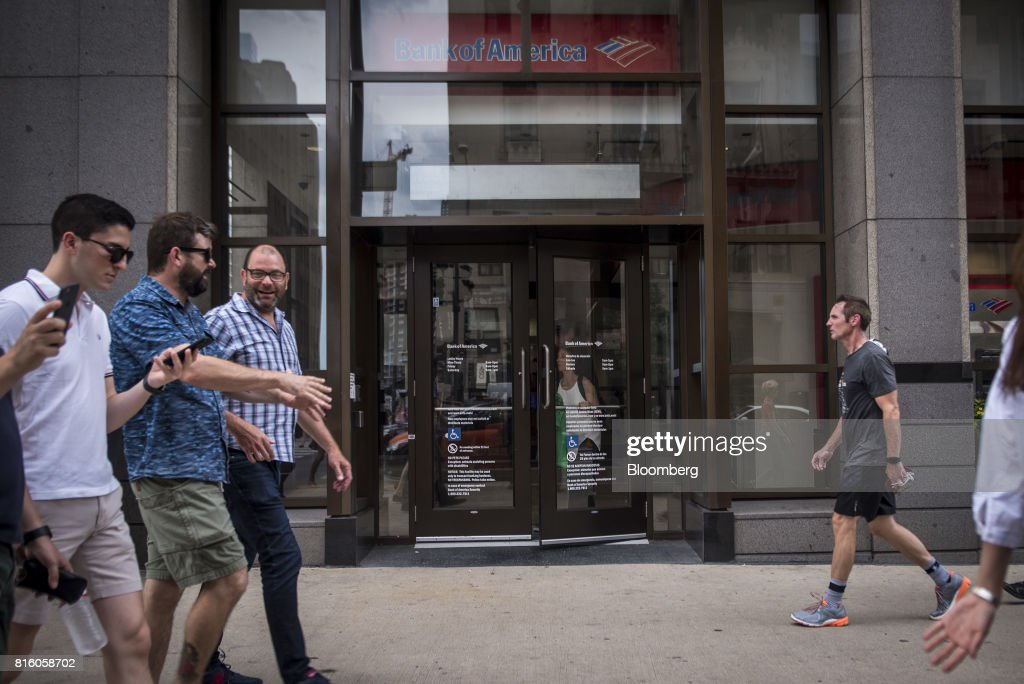 Pedestrians pass in front of a Bank of America Corp. branch in Chicago, Illinois, U.S., on Sunday, July 9, 2017. Bank Of America Corp. is scheduled to release earnings figures on July 18. Photographer: Christopher Dilts/Bloomberg via Getty Images