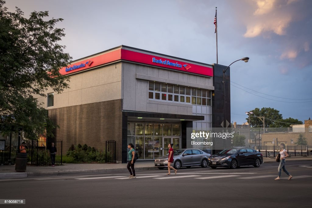 Pedestrians pass in front of a Bank of America Corp. branch in Chicago, Illinois, U.S., on Tuesday, July 11, 2017. Bank Of America Corp. is scheduled to release earnings figures on July 18. Photographer: Christopher Dilts/Bloomberg via Getty Images