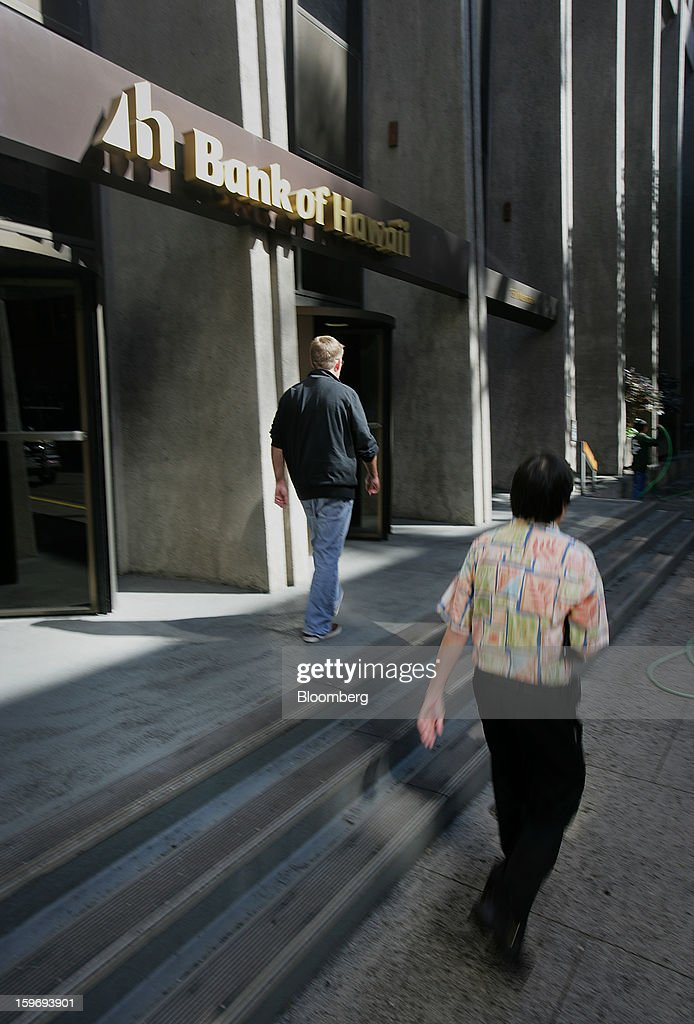 Pedestrians pass in front of a Bank of Hawaii Corp. branch in Honolulu, Hawaii, U.S., on Wednesday, Jan. 9, 2013. Honolulu, the southernmost major U.S. city, is a major financial center of the islands of the Pacific Ocean. Photographer: Tim Rue/Bloomberg via Getty Images
