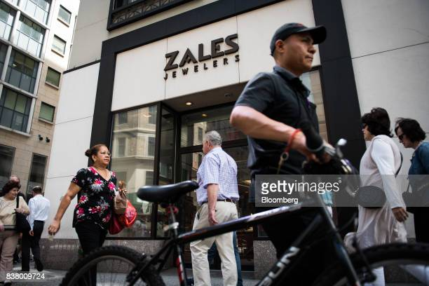 Pedestrians pass in front of a Zales Jewelers store a subsidiary of Signet Jewelers Ltd in New York US on Wednesday Aug 23 2017 Signet Jewelers Ltd...